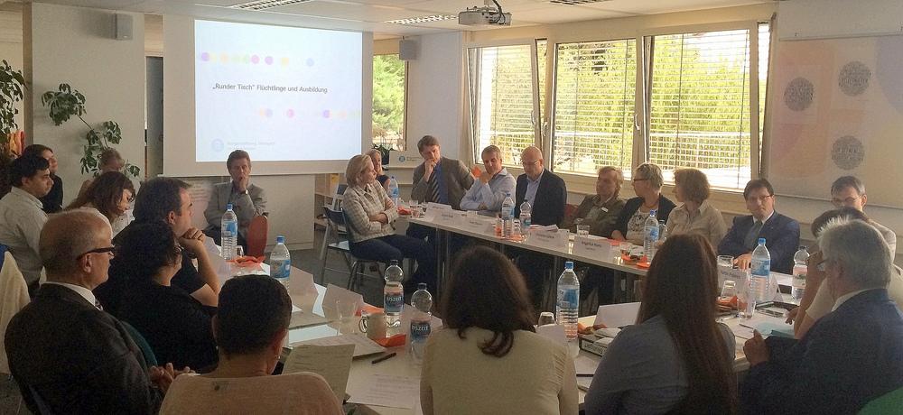Auftakttreffen des Runden Tisches  Flüchtlinge und Ausbildung  im Projektbüro der Bürgerstiftung Stuttgart
