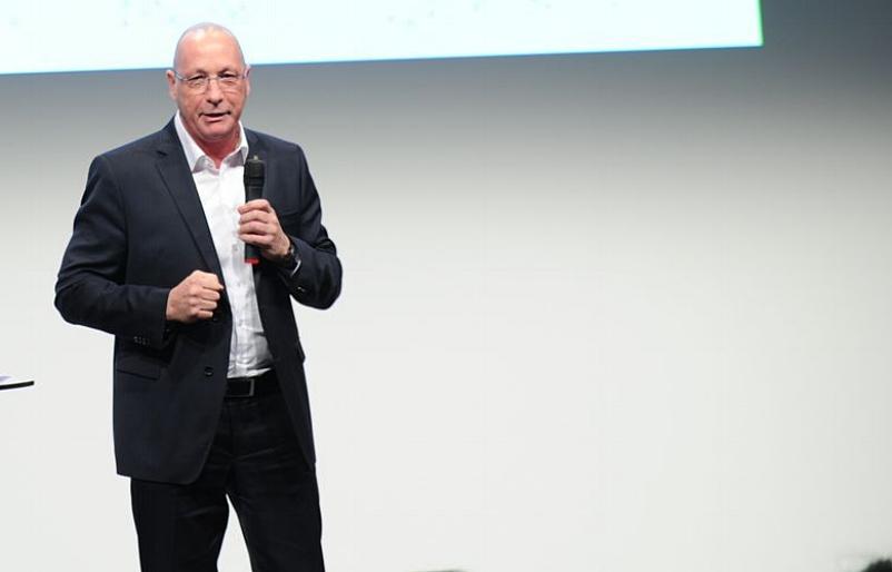 Uwe Hück , Betriebsratsvorsitzender der Porsche AG, nutzte die Gelegenheit, um sich persönlich bei den vielen Ehrenamtlichen für ihr tägliches Engagement zu bedanken.