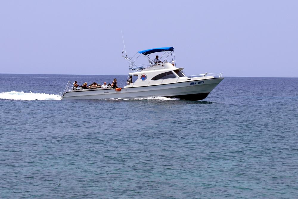 Uba Usti dive boat Roatan