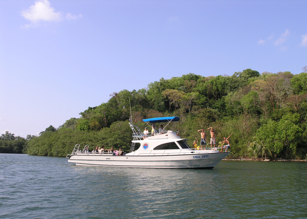 Dive day trips, to Jonesville, southside, Roatan