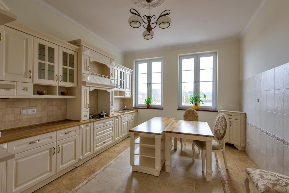 Dom w Konstancinie kuchnia angielska Henrietta — Meble Zadora