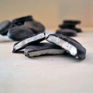 seacoast-sweets-newburyport-massachusetts-new-england-homemade-chocolate-seacoast-lately.jpg14.png