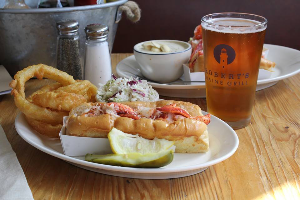 roberts-maine-grill-where-to-eat-kittery-maine-portsmouth-new-hampshire-blog-seacoast-lately.jpg8.jpg