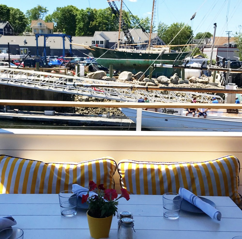 Outdoor dining! - Watch the boats scoot by and happy vacationers walk to and from Dock Square from the comfort of plush outdoor seating...We could definitely get used to this...