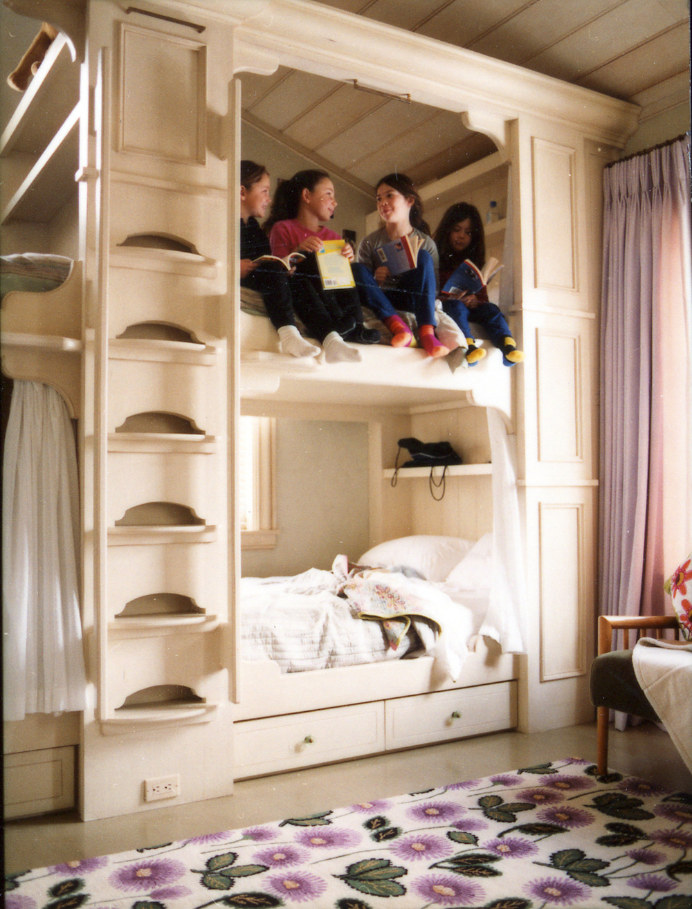 Snowmass_Village.Slope_Side_Lane.Ski_House.Robert_Orr_&_Associates.Architecture.Landscape_Architecture.New_Urbanism.Lebovitz_House.Bunk_Room_Girls.jpg