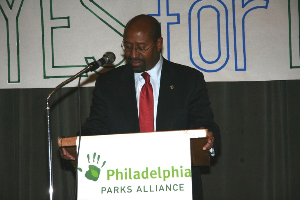 Mayor Nutter speaks at a Parks Alliance event
