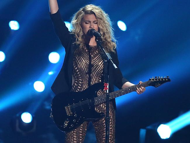 Tori Kelly performs at the 2015 VMAs (Getty Images)
