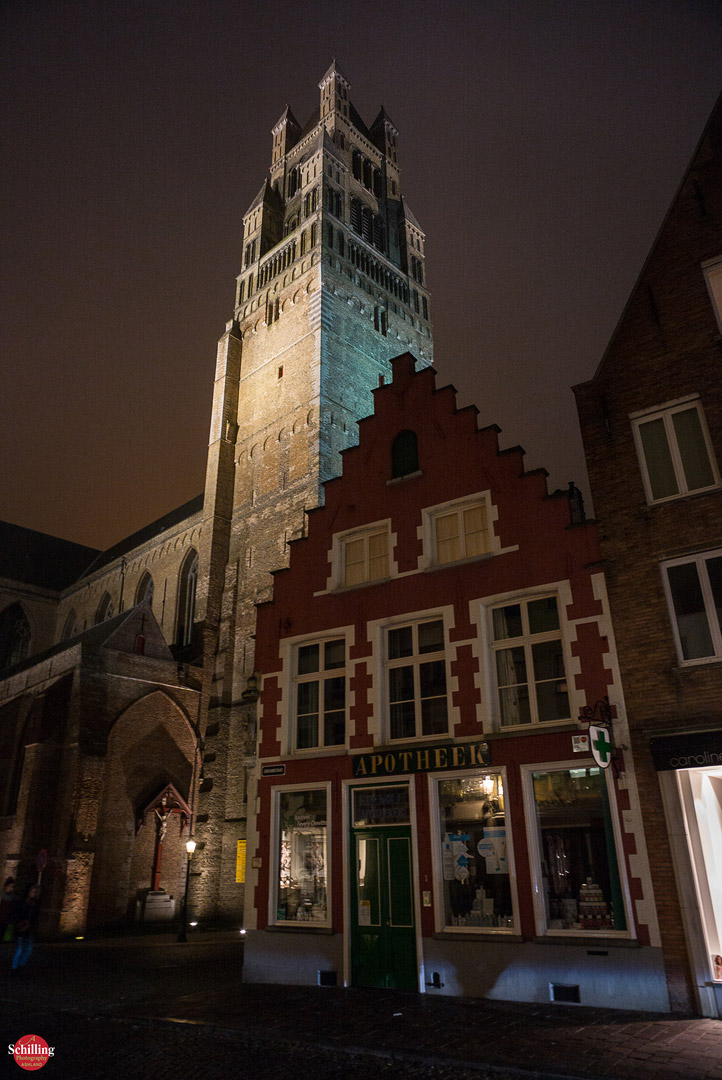 Cathedral-Of-St-Sauveur-Apotheek-Night-Brugge.jpg