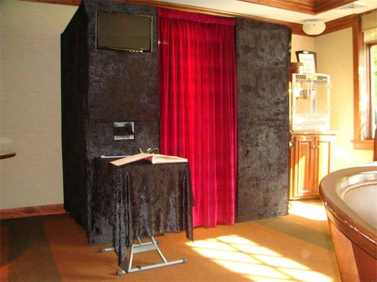 Traditional style seated photo booth