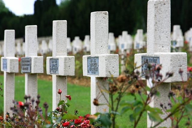 cemetery-3052911_640.jpg