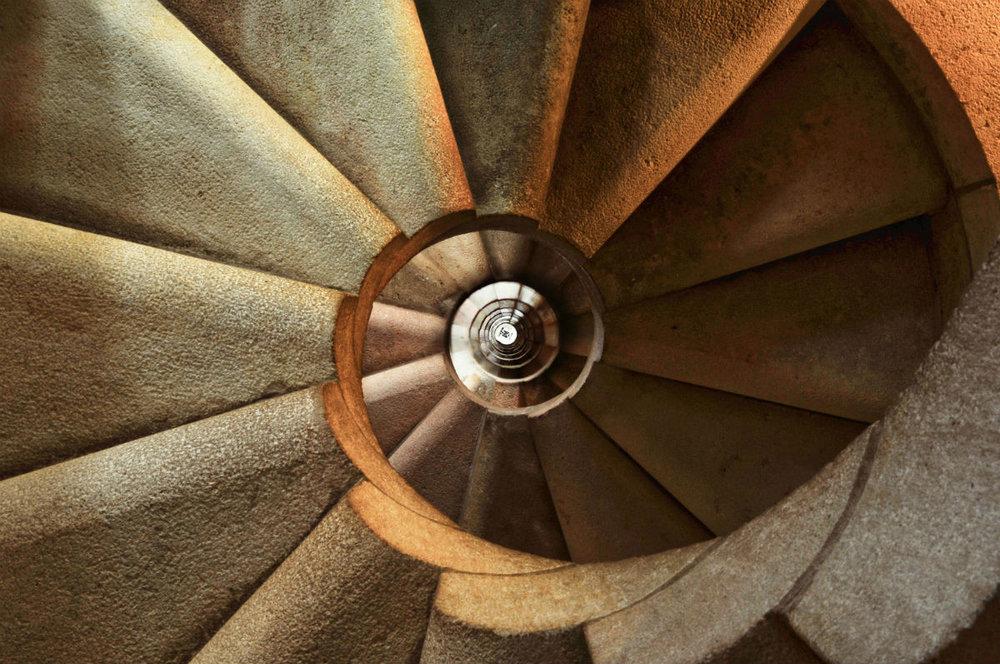 staircase-600468_1920-min.jpg