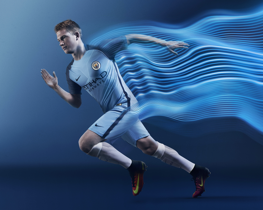 Kevin De Bruyne in the 2016-17 Manchester City Vapor home kit with AeroSwift technology.