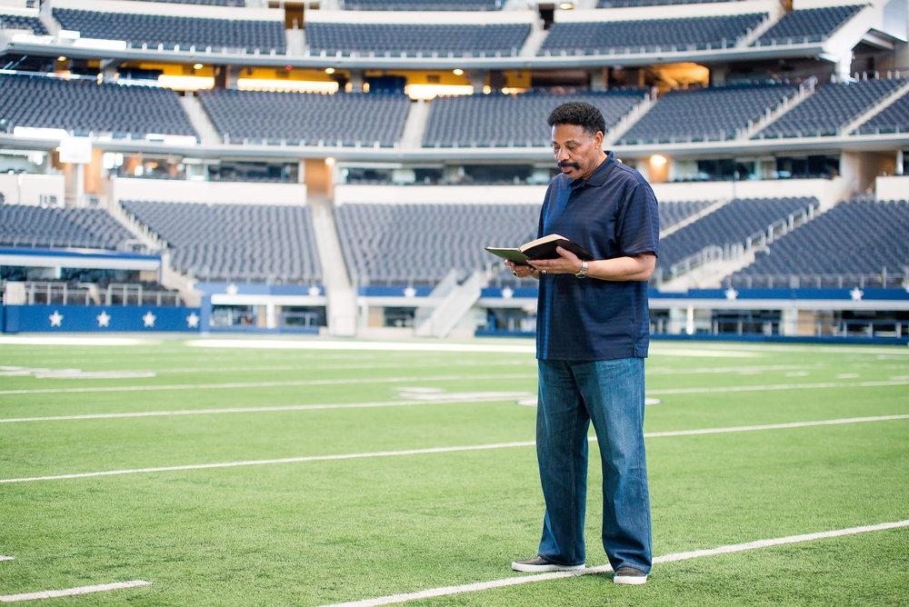 Dr. Evans-AT&T Stadium Shoot-PharrisPhotos.com-15.jpg
