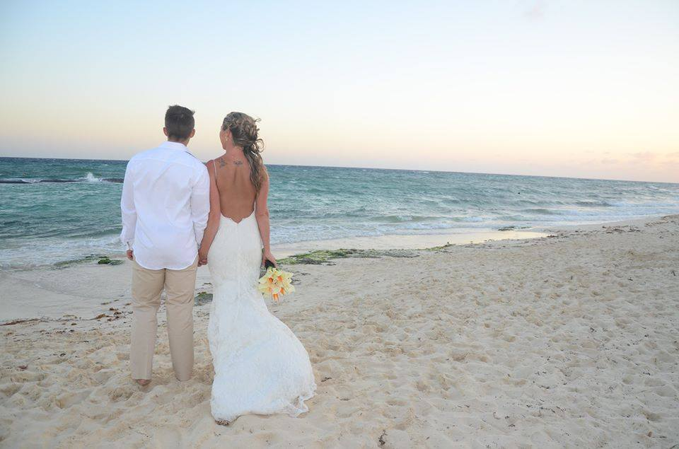 Our beautiful bride Jen at her recent wedding in Mexico!