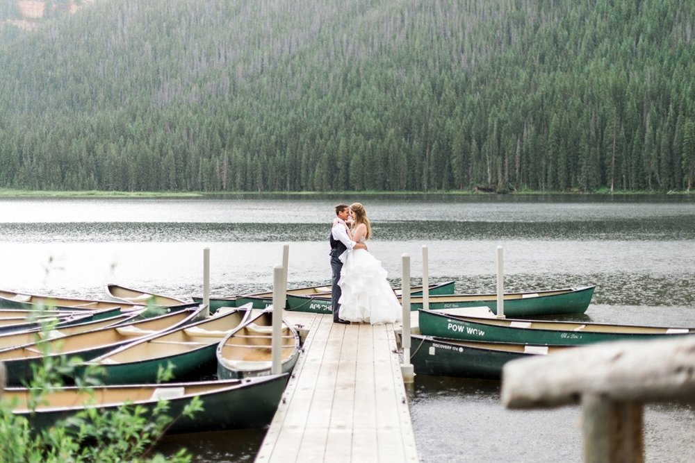 Our eyes are in awe over this picturesque lakeside kiss.  Boats, lakes, and docks are a great way to tie in an unconventional and unique feature to a fall wedding, especially with all the dazzling lakes Colorado has to offer. Not to mention the way the ruffles on the brides dress flow with the ripples of the lake.   (Photo: Pink Diamond Event, Dress: Wtoo)