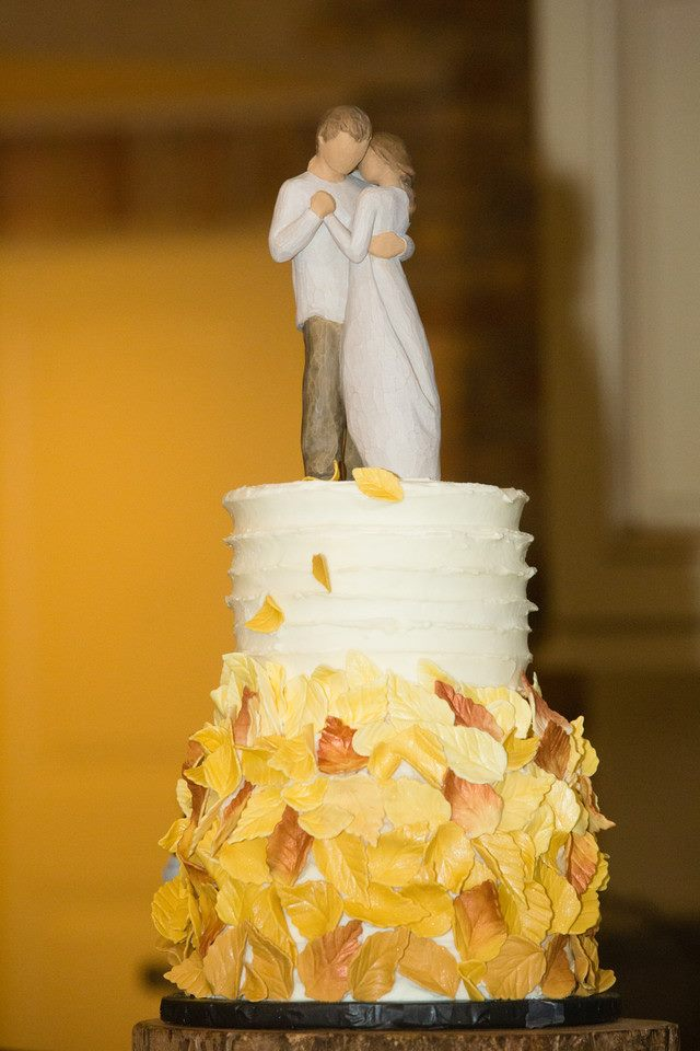 Whats a wedding without an adorable cake? Keep the fall them going by getting a pumpkin spice flavored cake, served with some hot coco or hot apple cider.   (Cake: Daddy Cakes)