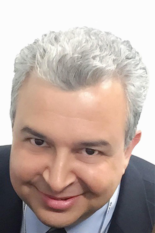 Univision Head Shot Color 4x6.jpg