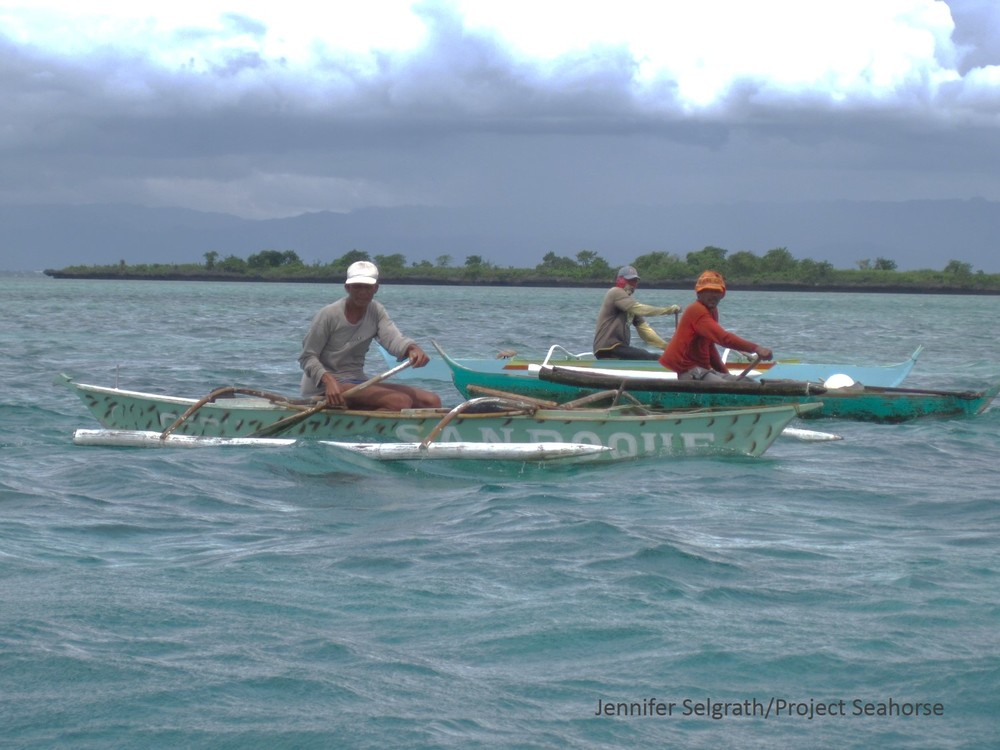 Small-scale fishers use both motorized and non-motorized boats that are similar to outrigger canoes.