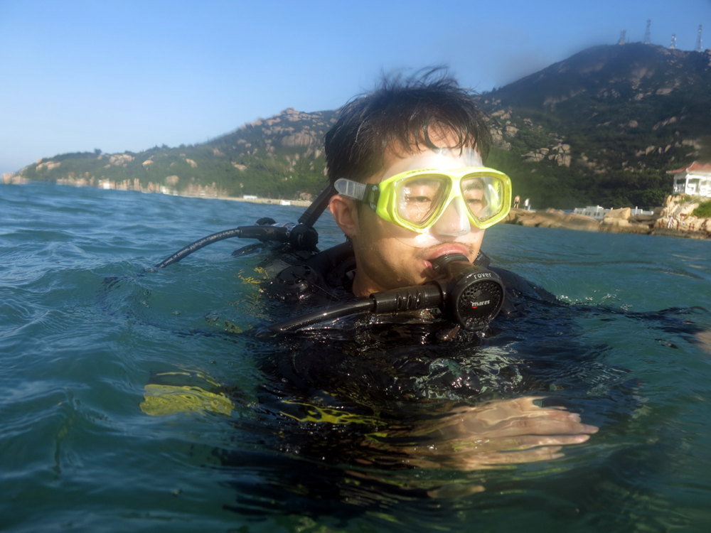 To better understand seahorses' ecology in China, I will conduct underwater observations in China's coastal waters later in 2016. Here I was diving around Wanshan Dao Island, Guangdong Province in November 2015 -  unfortunately no seahorses were sighted!  I will find them in in my coming field season...