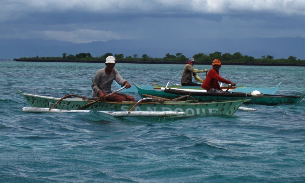 Hand line fishers on Danajon Bank. Photo by Jennifer Selgrath/Project Seahorse