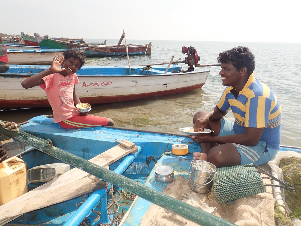 Crab gillnet fishers at Vellapatti (Tuticorin area), India. Photo by Amanda Vincent/Project Seahorse.