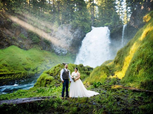 Braving the wild mist at the base of a waterfall in Central Oregon, Renee and Shane look magnificent in this emerald palace.  I couldn't believe those light beams! #elopeinoregon #aralaniphotography #oregonwedding #waterfallwedding