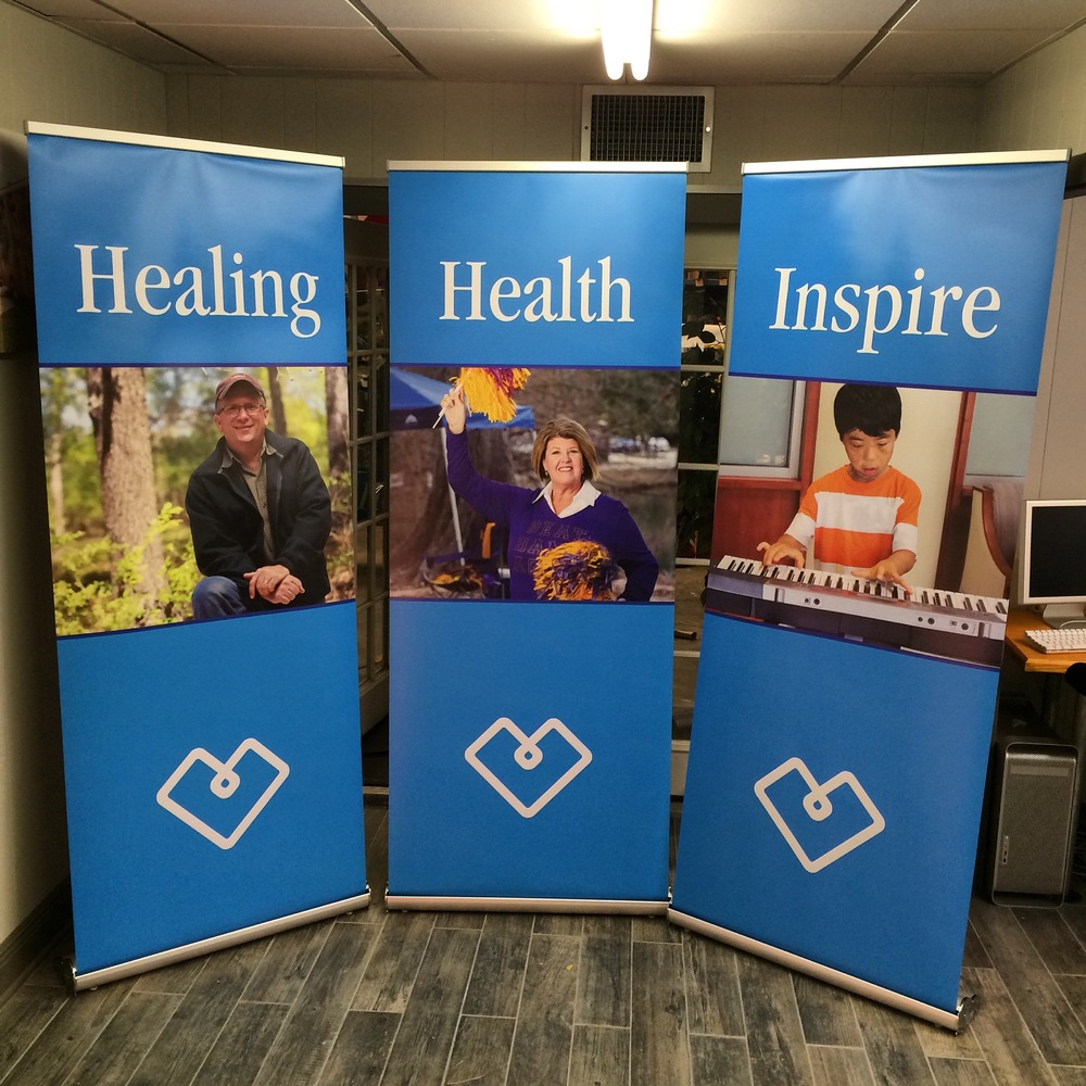 Retractor banner stands