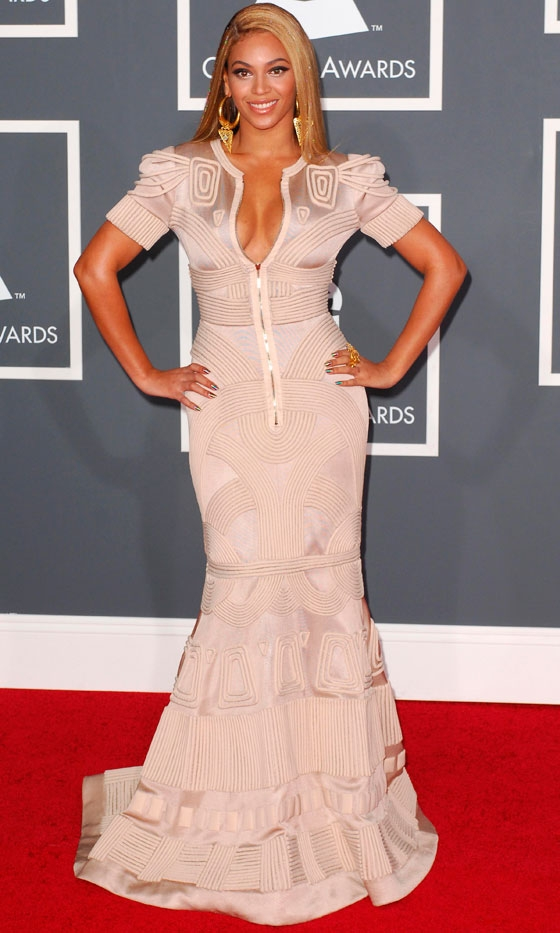 beyonce-in-stephane-rolland-at-the-grammy-awards-2010.jpg