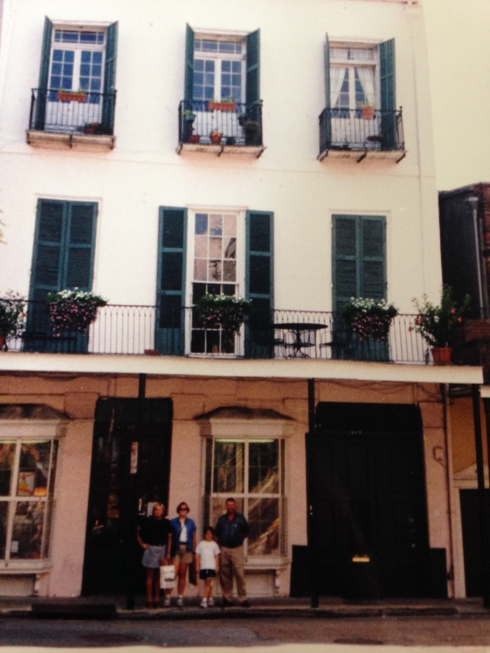 My family and I (I'm the short one) look so thrilled… Was this supposed to be a family pic or just an excuse to take a picture of this New Orleans building? Who knows ?
