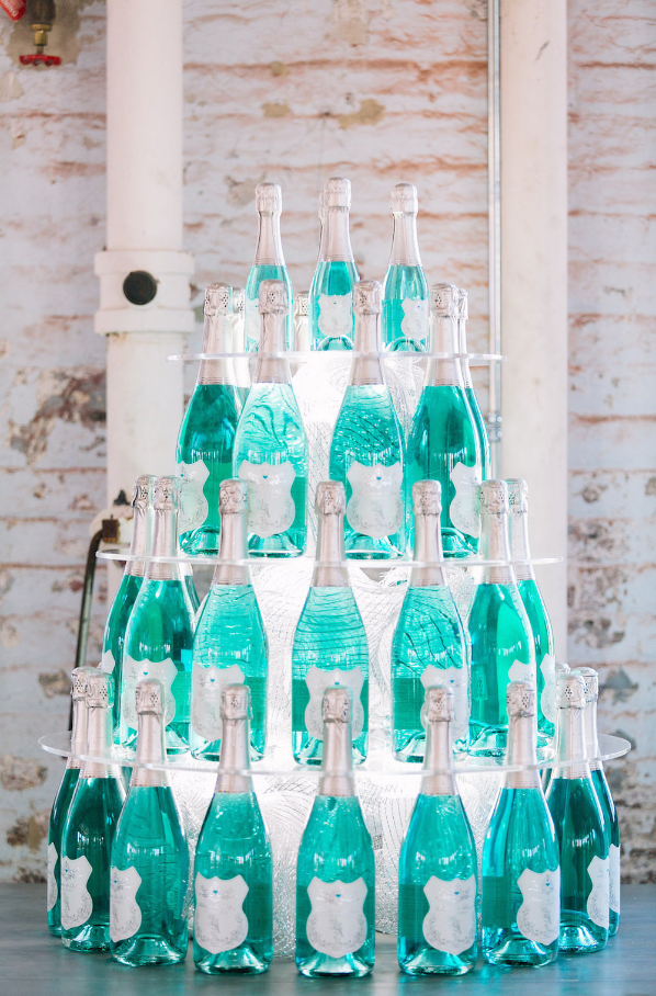 Photo Credit: Catherine Ann Photography; Bubbles: Blanc de Bleu; Planning & Design: Scarlet Plan & Design