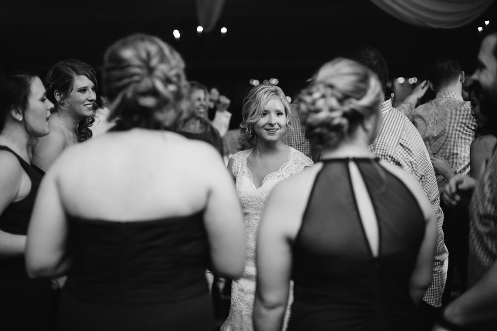 Ashley-reed-photography-pittsburgh-wedding-photographer-ashley-reed-pocconos-pa-mountain-top-wedding-130.jpg