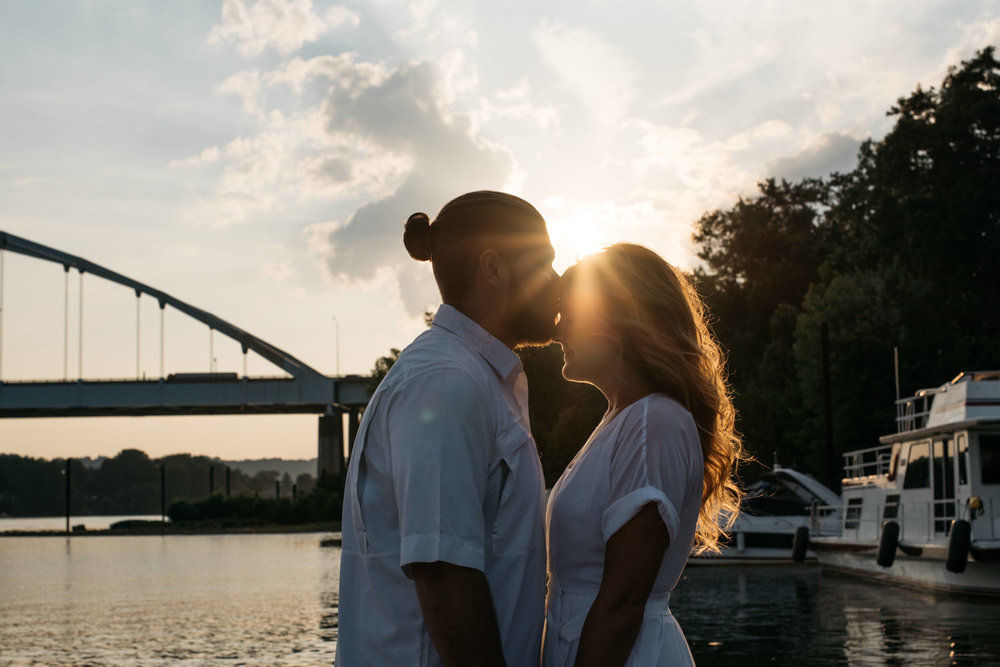 pittsburgh_boat_engagement_session_-12.jpg