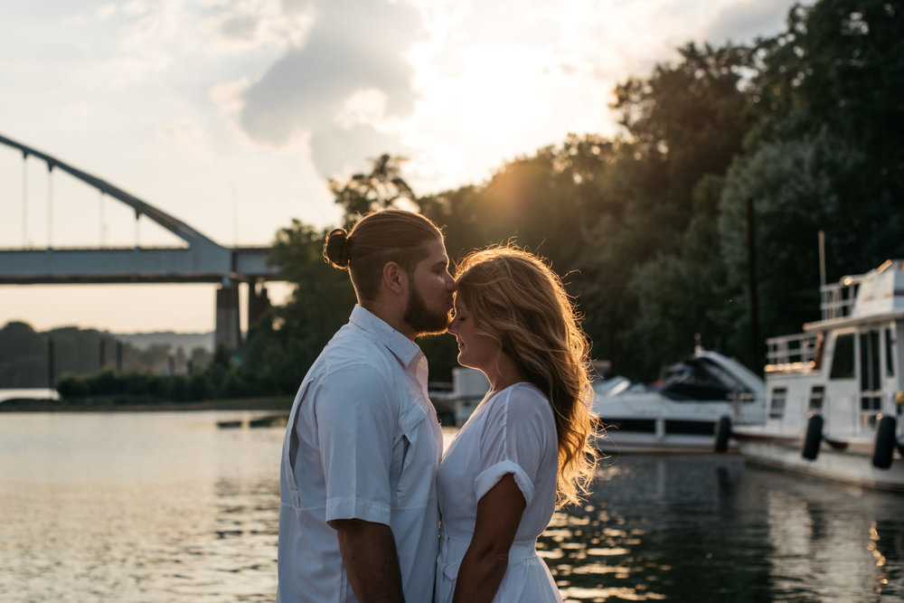 pittsburgh_boat_engagement_session_-11.jpg