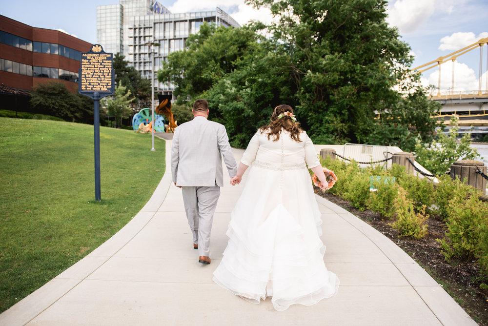 Pittsburgh_National_Aviary_Wedding_Photos_14.jpg