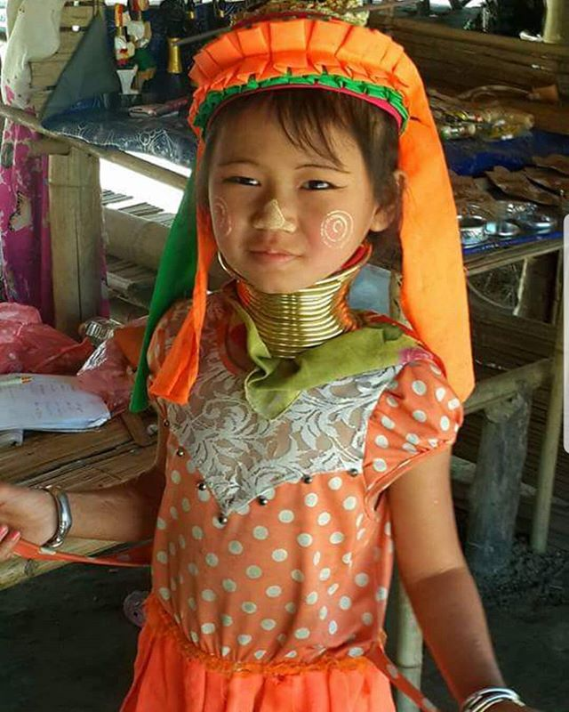 Little long neck Thai girl.  #wanderlust #ilovetravel #writetotravel #instatravelling #vacay #culture #travelblogger #instapassport #worldtraveler #traveldeeper  #travelstroke #travelling #trip #traveltheworld #igtravel #getaway #fashion #kid #travelpics #buddha #wanderer #wanderlust #travelphoto #travelingram #mytravelgram #colors #travels #travelphotography  #tagsta_travel#beauty #amazing