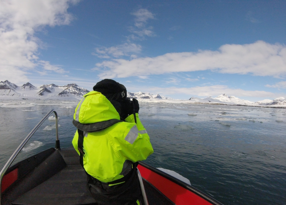 boat-tour-svalbard-high-arctic-circle