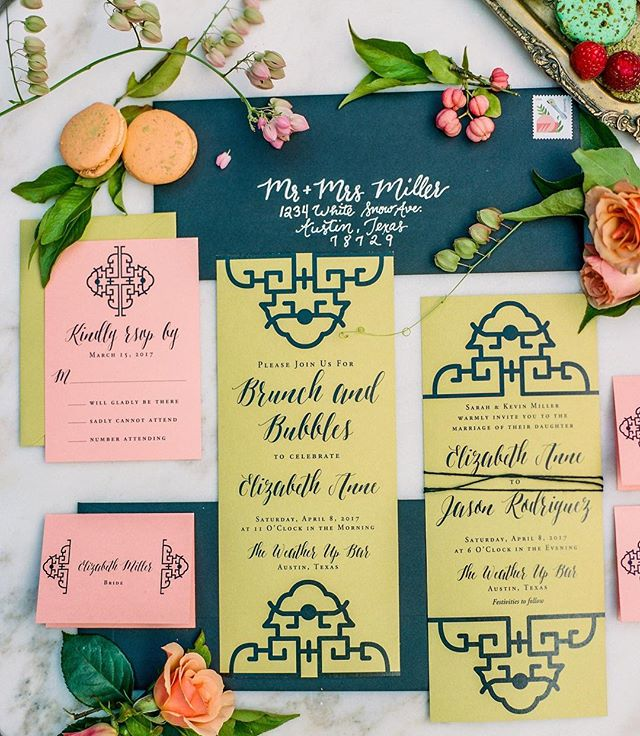 This bridal brunch invitation suite is a fun play on colors by @beautifullybevilled with styling by @gypsyfloral and amazing sweets by @2tartsbakery
