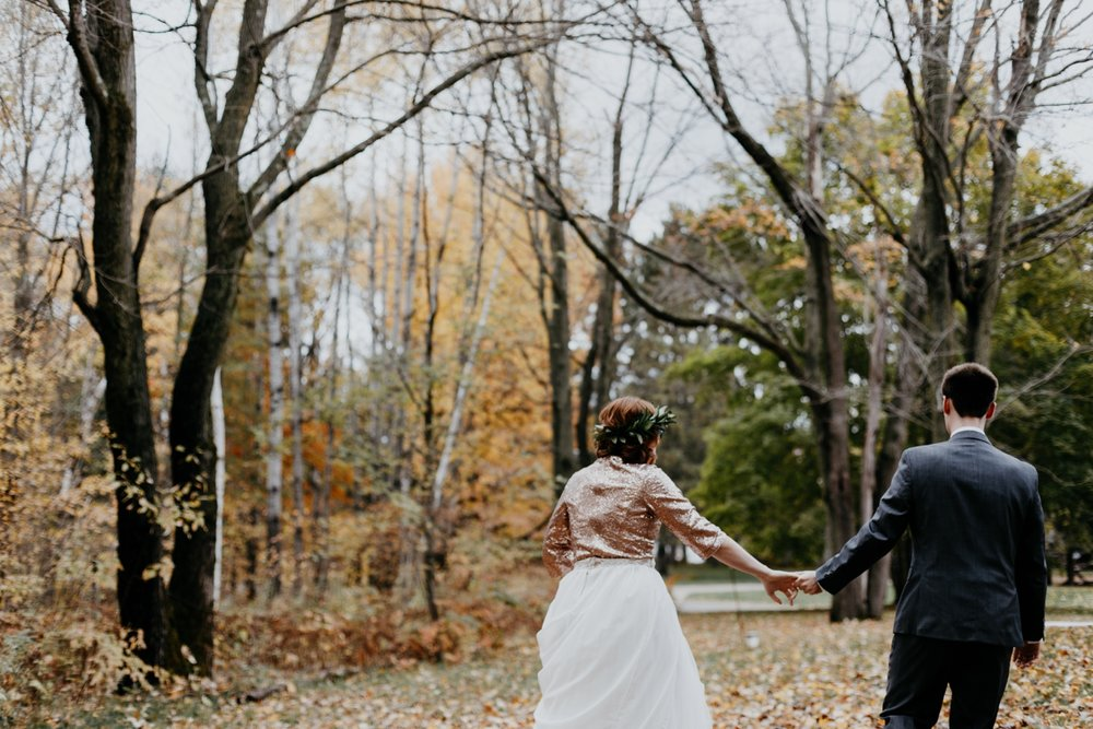 2017-10-20_0005-relaxed-outdoor-wisconsin-wedding.jpg