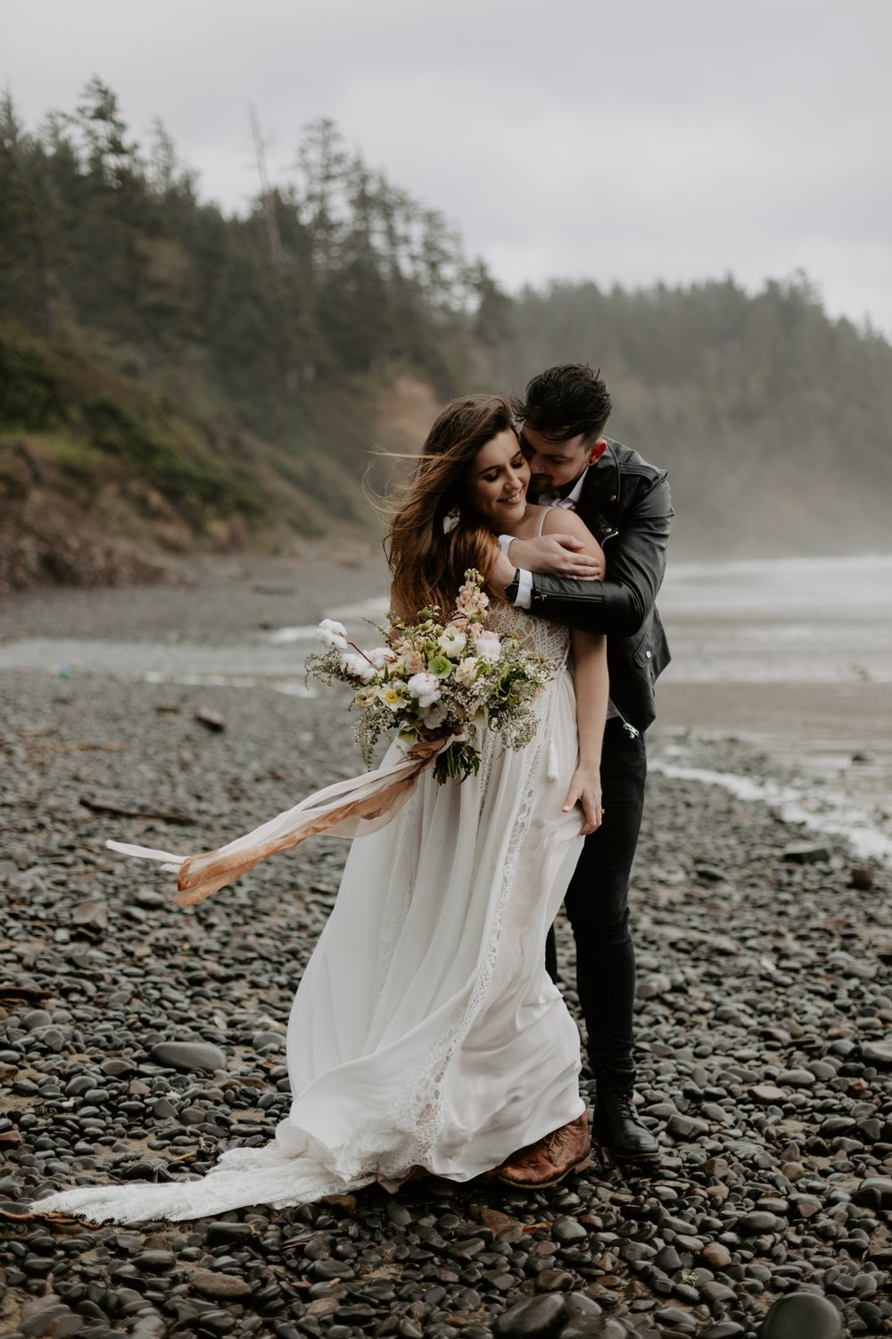 intimate-oregon-coast-elopement-2018-04-26_0010.jpg
