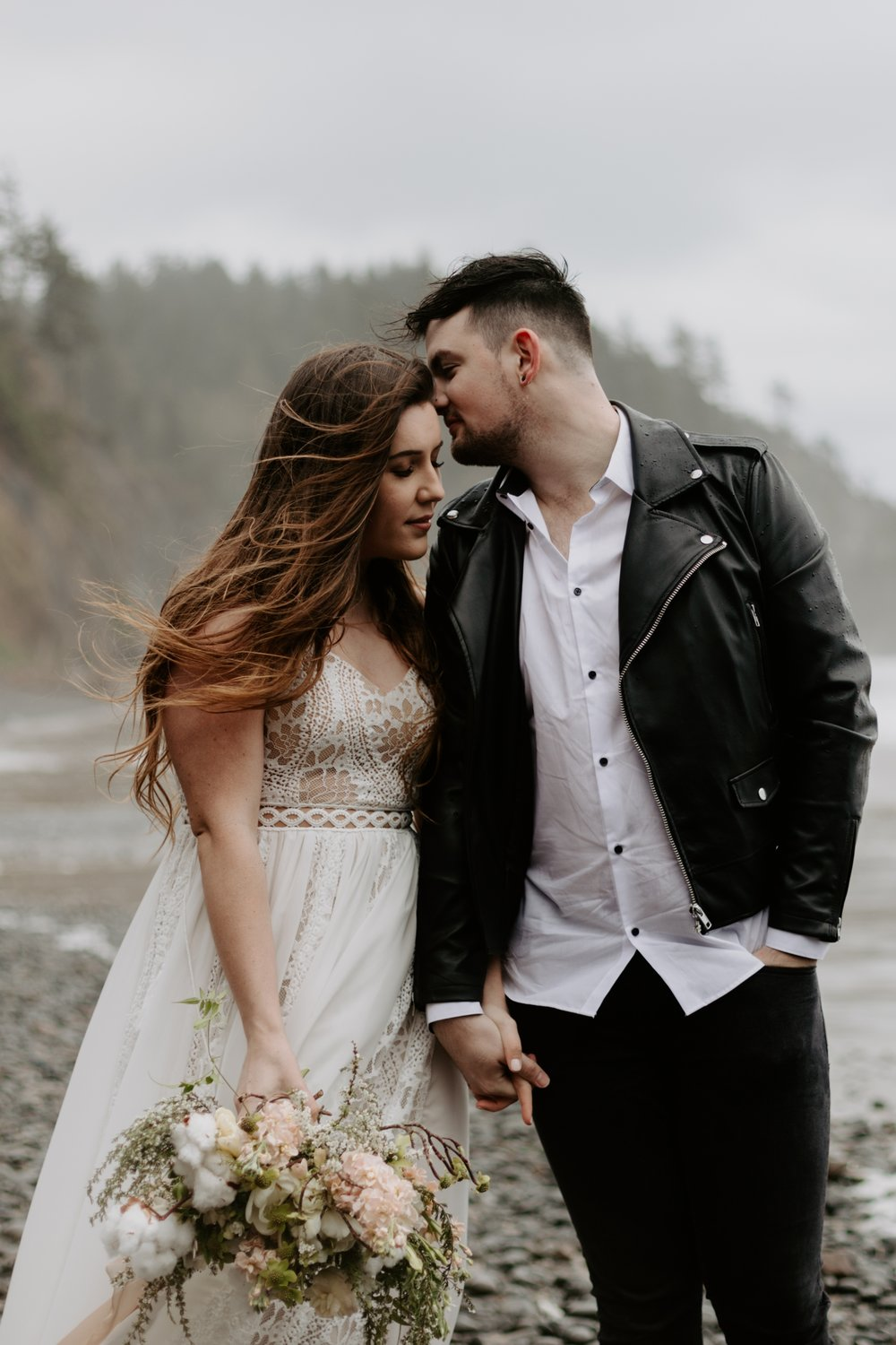 intimate-oregon-coast-elopement-2018-04-26_0011.jpg