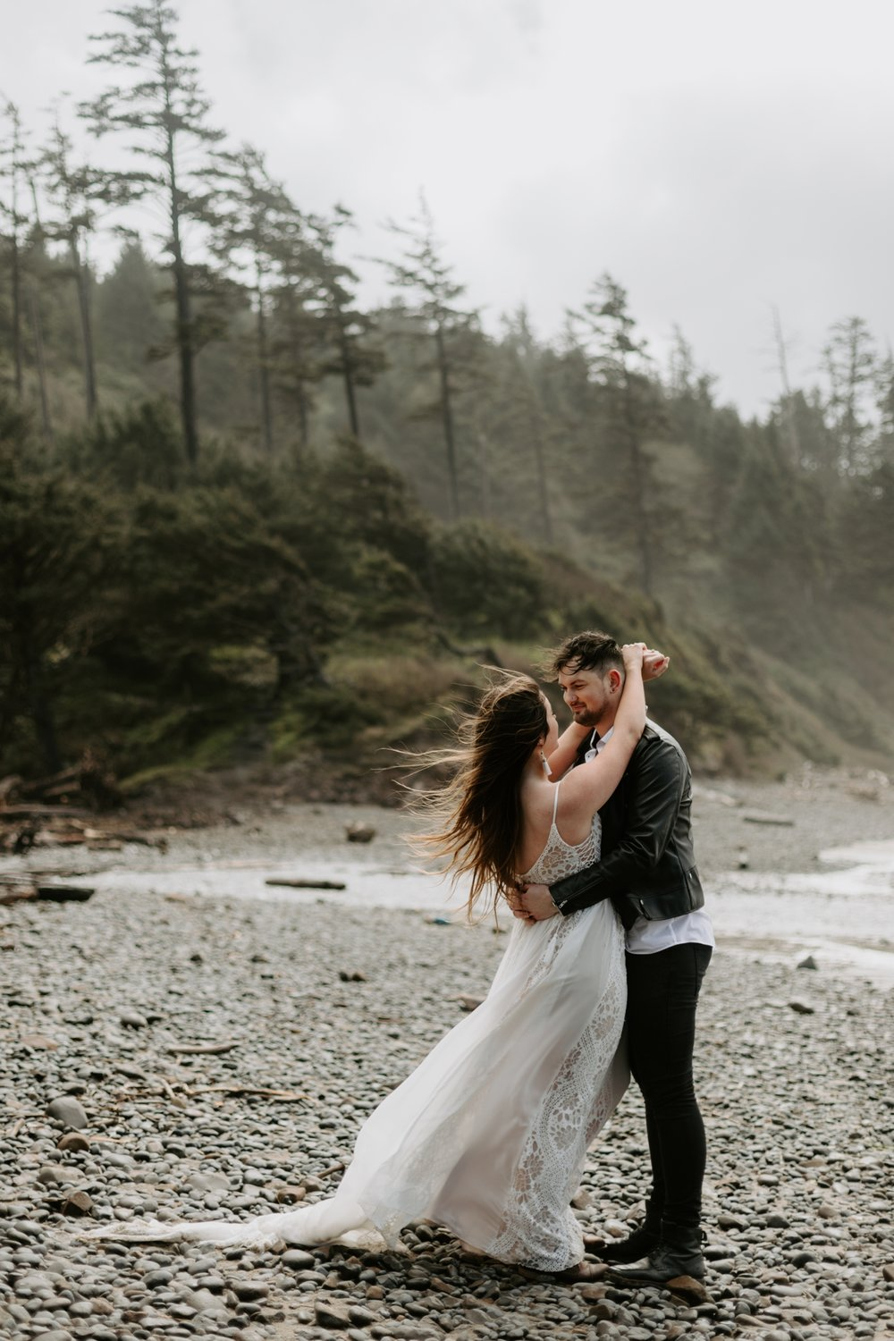 adventurous-cannon-beach-elopement-2018-04-26_0022.jpg