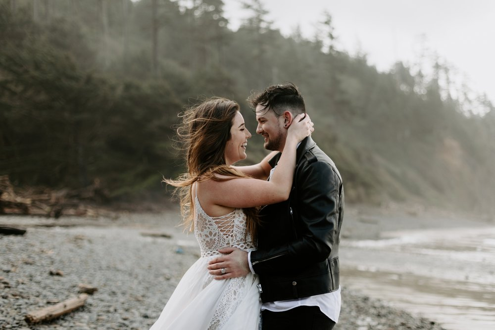 adventurous-cannon-beach-elopement-2018-04-26_0030.jpg