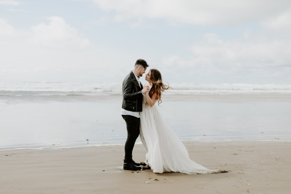 adventurous-cannon-beach-elopement-2018-04-26_0032.jpg