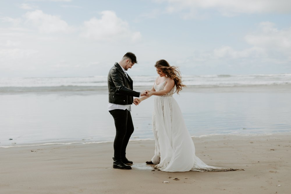 adventurous-cannon-beach-elopement-2018-04-26_0033.jpg