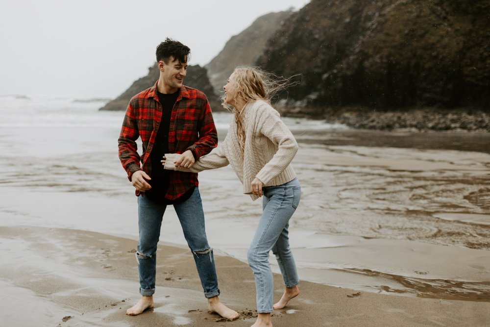 rainy-oregon-coast-adventure-couples-photography-2018-05-02_0101.jpg
