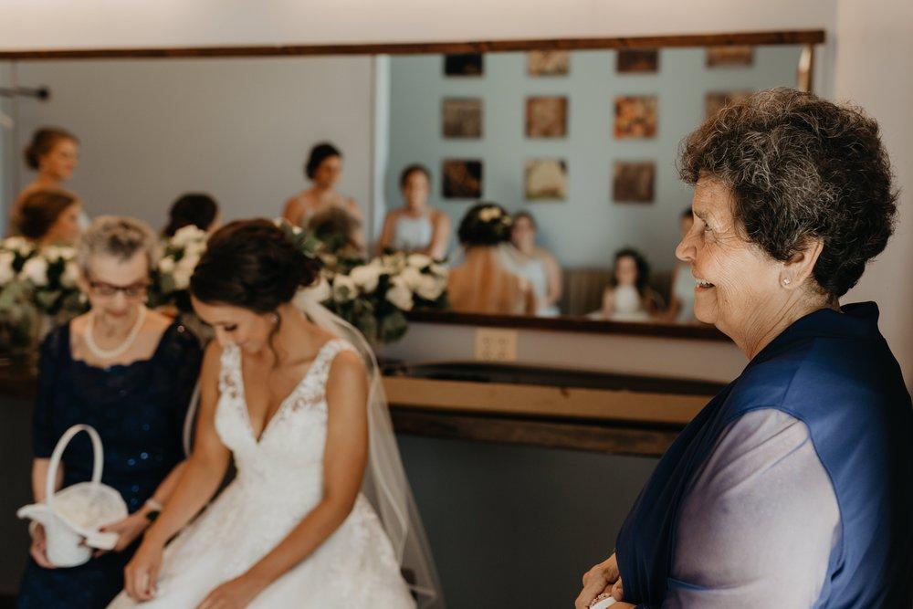 2019-01-21-natural-outdoor-wisconsin-wedding-photographer_0018.jpg