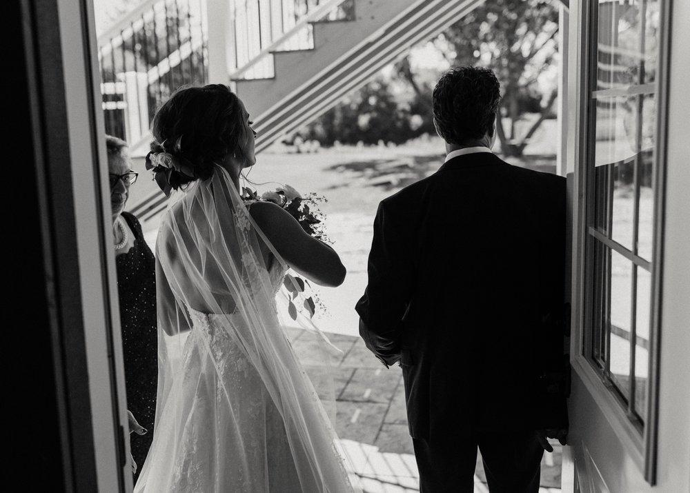 2019-01-21-natural-outdoor-wisconsin-wedding-photographer_0019.jpg