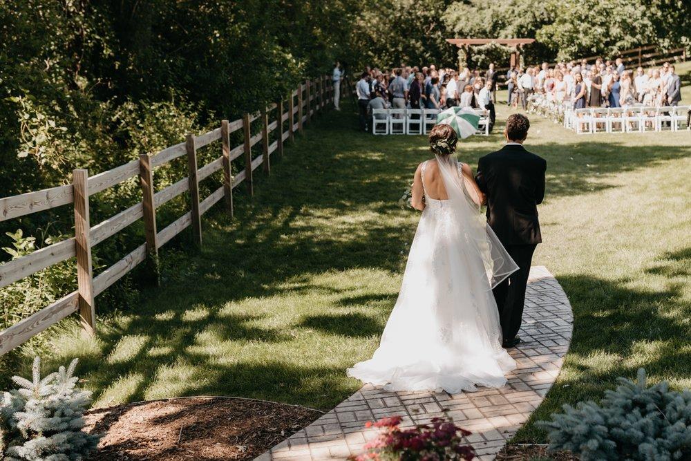 2019-01-21-natural-outdoor-wisconsin-wedding-photographer_0020.jpg