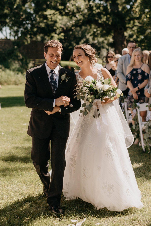 2019-01-21-natural-outdoor-wisconsin-wedding-photographer_0022.jpg