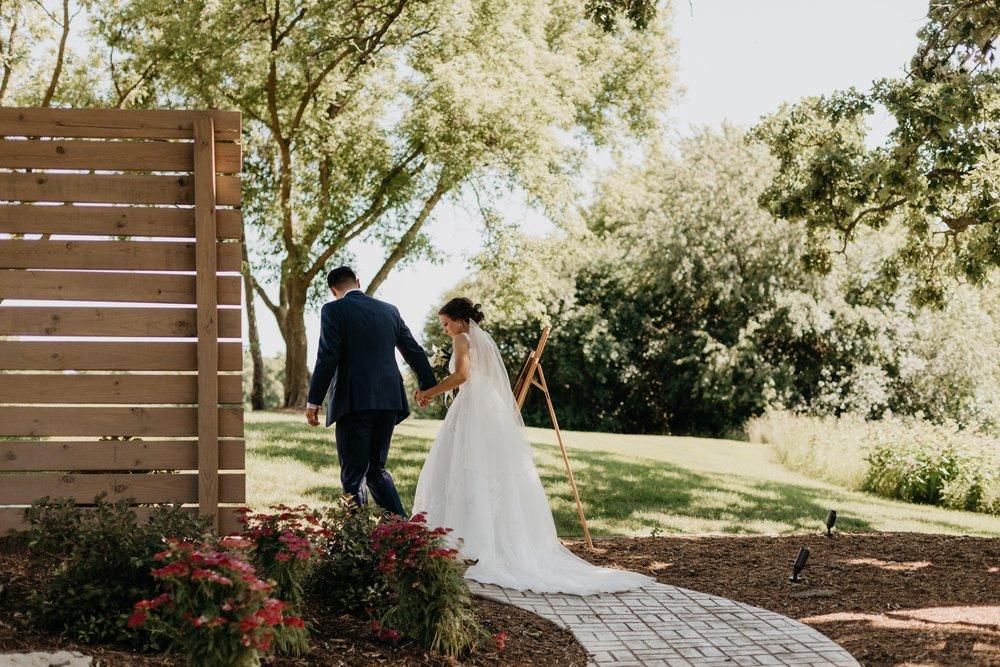 2019-01-21-natural-outdoor-wisconsin-wedding-photographer_0031.jpg